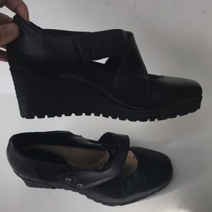 Earth Shoes - Earth black leather 6.5 fly wedge Mary Jane shoes